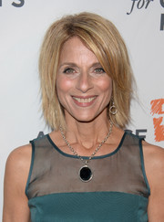 Janis Spire attended the Alliance for Children's Rights dinner wearing an edgy layered hairstyle.