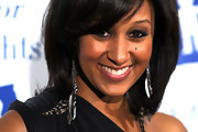 Tamera Mowry paired her look with chain earrings equipped with feathers.