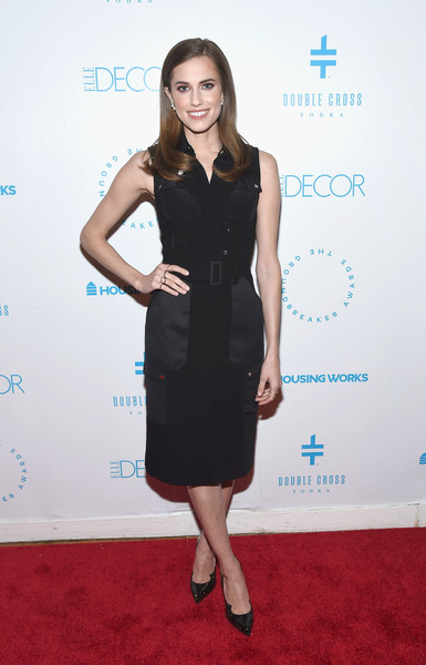 Allison Williams Pumps [dress,clothing,cocktail dress,little black dress,carpet,red carpet,fashion,hairstyle,cobalt blue,formal wear,housing works groundbreaker awards,metropolitan pavilion,new york city,allison williams]