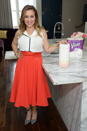 Alyssa Milano donned a sleeveless white button-down blouse for the launch of her Viva Towels Signature Designs.