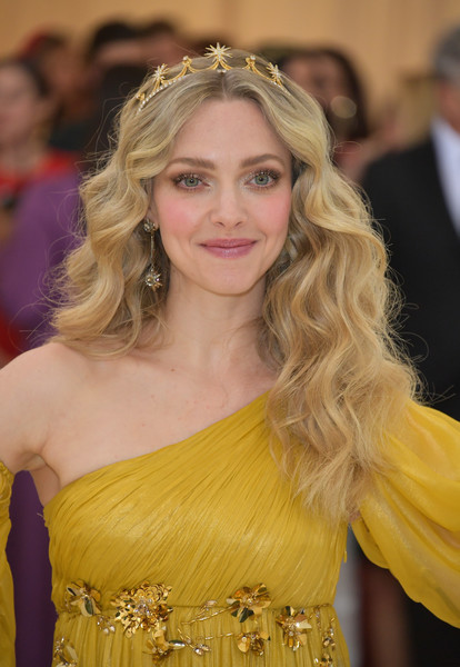 Amanda Seyfried Long Wavy Cut [heavenly bodies: fashion the catholic imagination costume institute gala - arrivals,hair,blond,yellow,hairstyle,long hair,lady,beauty,shoulder,premiere,dress,new york city,metropolitan museum of art,amanda seyfried]