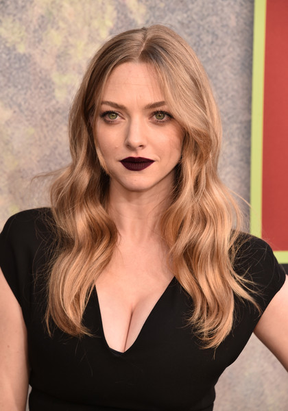 Amanda Seyfried Long Wavy Cut [twin peaks,hair,face,blond,hairstyle,eyebrow,chin,beauty,long hair,lip,brown hair,arrivals,amanda seyfried,the theatre,california,los angeles,ace hotel,showtime,premiere]