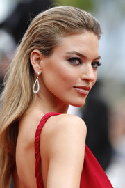 Martha Hunt attended the Cannes Film Festival screening of 'Amant Double' wearing her hair with a teased top and just a slight wave.