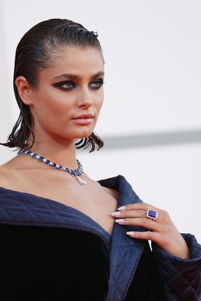 More Pics of Taylor Hill Off-the-Shoulder Dress (5 of 45) - Taylor Hill Lookbook - StyleBistro [movie,hair,hairstyle,blue,beauty,shoulder,fashion,lip,model,fashion model,electric blue,amants red carpet,fashion,hair,red carpet,hair,hairstyle,photo shoot,taylor hill,77th venice film festival,photo shoot,fashion,black hair,long hair,hair,jewellery,model m keyboard,photograph,lady m cake boutique,beauty.m]