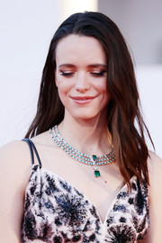 Stacy Martin gave us bling envy when she wore this statement emerald and diamond necklace by Louis Vuitton.