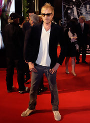 Paired with a classy black velvet blazer, Rhys' plain shirt and jeans became red carpet-worthy.