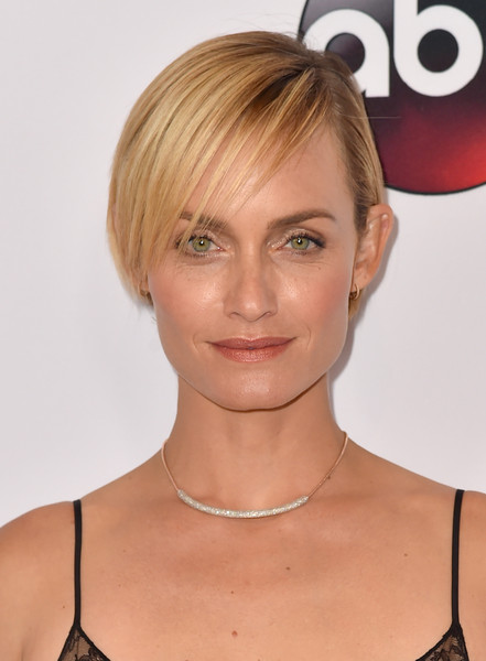 Amber valletta side parted straight cut side parted straight cut