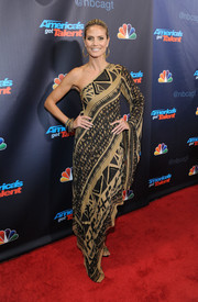 Heidi Klum looked quite the diva in a geometric-print one-shoulder dress by Donna Karan during the 'America's Got Talent' finale.
