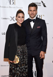 Olivia Palermo arrived for the American Ballet Theatre 2019 Fall Gala carrying a chic gold clutch by Emm Kuo.