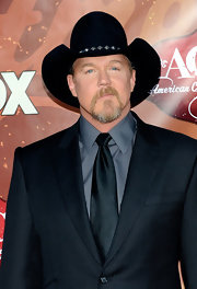 Trace Adkins paired his classic suit with a cool cowboy hat.