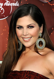 Hillary Scott paired her soft brunette locks with 18-karat gold and silver oval earrings with diamonds.
