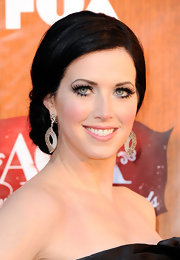 Shawna Thompson oozed elegance at the 2011 American Country Awards with this beautiful chignon.