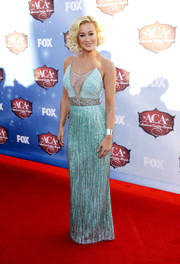 Kellie Pickler went for a sexy, glitzy look during the American Country Awards with this beaded aqua gown by Badgley Mischka, featuring a navel-grazing neckline.