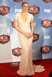 For her performance at the American Country Awards, LeAnn Rimes donned a figure-hugging, cleavage-baring pale-pink gown by Naeem Khan.