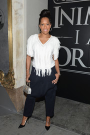 Regina King accessorized with an elegant quilted purse by Chanel.
