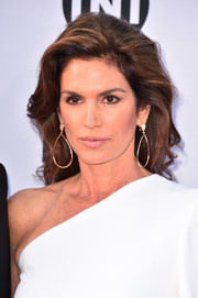 Cindy Crawford looked glamorous with her teased 'do at the 2018 AFI Life Achievement Award Gala.