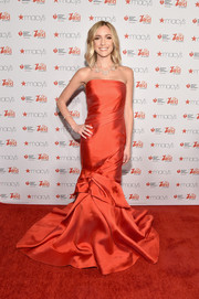 Kristin Cavallari made a dramatic entrance in a floor-sweeping Monique Lhuillier strapless gown with an architectural-detailed skirt during the American Heart Association Go Red for Women event.