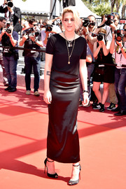 Kristen Stewart teamed her T-shirt with a black satin pencil skirt for a chicer finish.