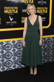 Jess Weixler was classic and feminine in a green fit-and-flare cocktail dress with a deep plunge during the 'American Hustle' premiere in NYC.