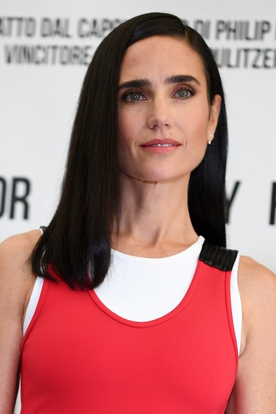 Jennifer Connelly wore her hair down to her shoulders in a simple straight style during the 'American Pastoral' photocall in Rome.