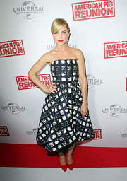 Mena Suvari wore this asymmetrical graphic print dress to the 'American Pie: Reunion' premiere in Australia.