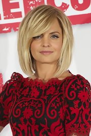 Mena Suvari attended a photocall for 'American Reunion' wearing her hair in a voluminous layered bob with long side-swept bangs.