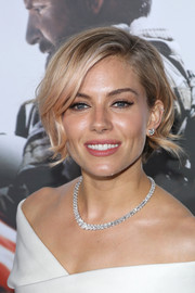 Sienna Miller adorned her bare neckline with a stunning diamond collar necklace by Harry Winston.