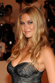 Super model Bar Rafaeli showcased her classic beach waves while attending the MET Gala.