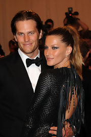 Model maven Gisele topped off her sexy look with metallic gray smoky eyes.