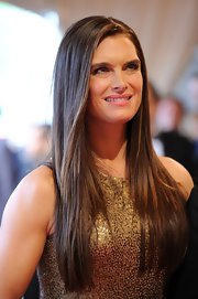 Brooke Shields showed off her sleek long locks while hitting the red carpet at the MET Gala.