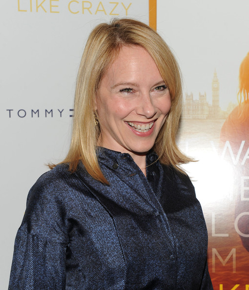 Amy Ryan Clothes
