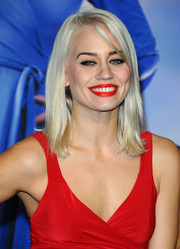 Kimberly Wyatt brightened up the 'Anchorman 2' premiere with her red-hot smile.