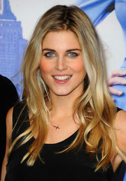Ashley James opted for a casual, subtly wavy 'do when she attended the 'Anchorman 2' premiere.