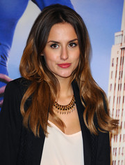 Lucy Watson sported a center part and subtle waves when she attended the 'Anchorman 2' premiere.