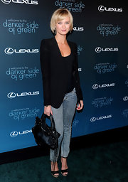 Sara Paxton paired her sharp blazer with a leather shoulder bag.