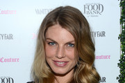 Angela Lindvall Medium Wavy Cut
