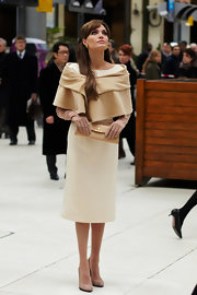 Angelina Jolie carries a lovely nude clutch with a neutral ladylike ensemble, for an altogether fetching look.