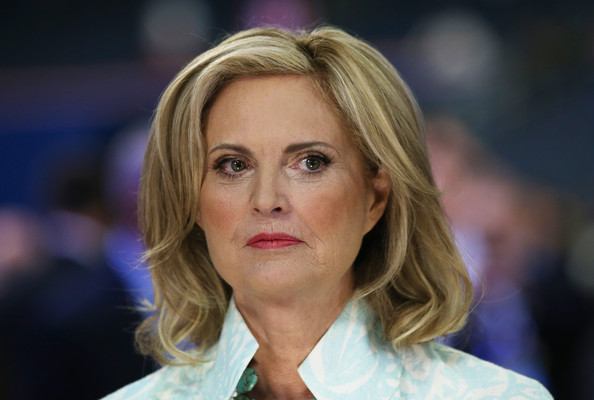 Ann Romney Medium Wavy Cut