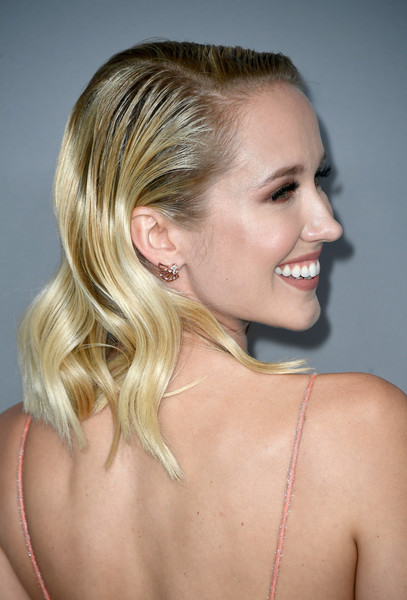 Anna Camp Medium Wavy Cut [hair,blond,hairstyle,chin,beauty,neck,shoulder,long hair,lip,hair coloring,arrivals,anna camp,costume designers guild awards,beverly hills,california,the beverly hilton hotel,cdga]