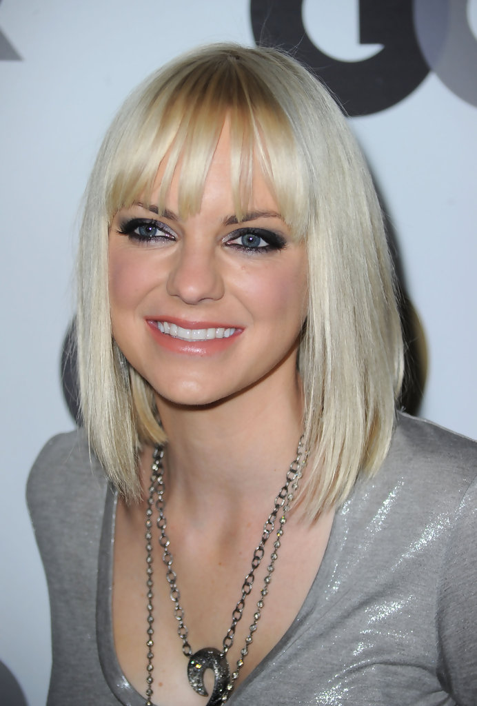 Anna Faris Medium Straight Cut With Bangs Shoulder Length