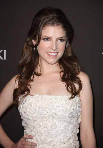 Anna Kendrick Long Curls