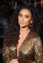 Shay Mitchell wore her hair in long, high-volume curls at the Anna Sui fashion show.