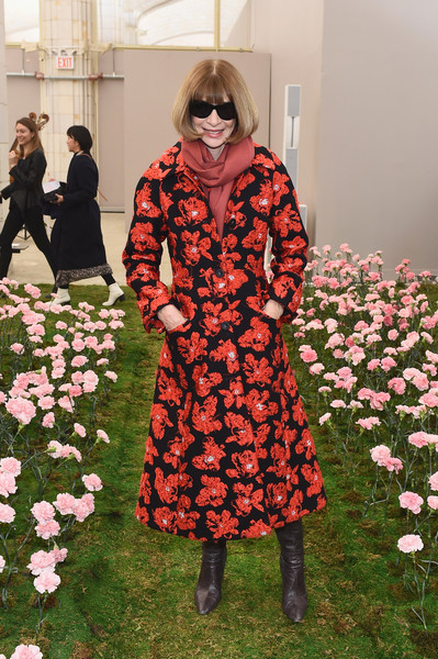 Anna Wintour Printed Coat [tory burch fall winter 2018 fashion show,flower,fashion,dress,outerwear,plant,girl,spring,haute couture,vintage clothing,anna wintour,front row,tory burch - backstage,new york city,bridge market,new york fashion week]