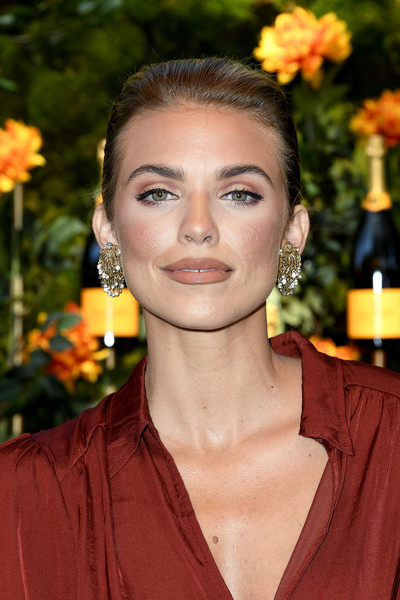 AnnaLynne McCord Classic Bun [hair,hairstyle,beauty,eyebrow,lip,smile,flower,arrivals,annalynne mccord,los angeles,pacific palisades,california,will rogers state historic park,veuve clicquot polo classic]