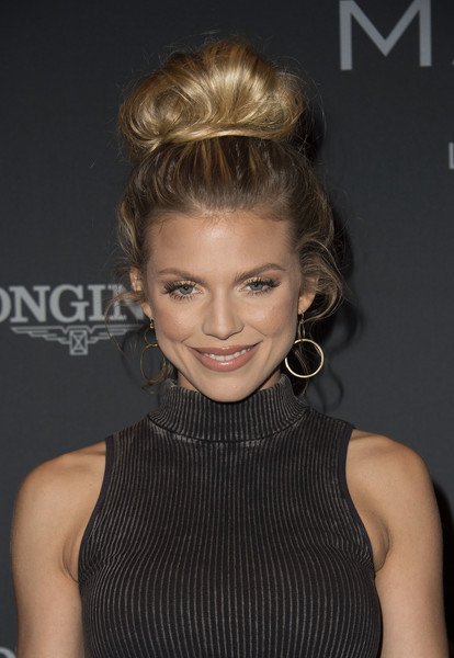 AnnaLynne McCord Loose Bun [hair,hairstyle,face,blond,beauty,lip,cocktail dress,chin,dress,shoulder,arrivals,annalynne mccord,masters,valerie macon,los angeles,long beach,california,longines,afp,longines masters gala]