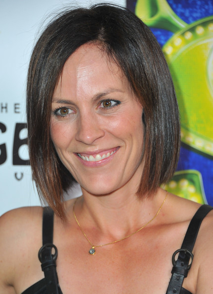 Annabeth Gish Graduated Bob [annabeth gish,shrek the musical,hair,face,hairstyle,eyebrow,chin,blond,black hair,layered hair,brown hair,smile,los angeles,california,hollywood,pantages theatre]
