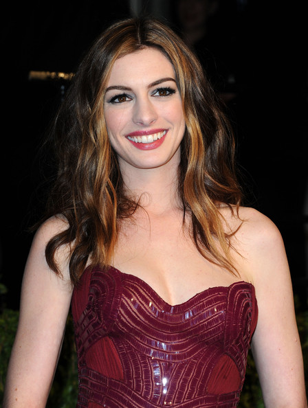 Anne Hathaway Long Wavy Cut
