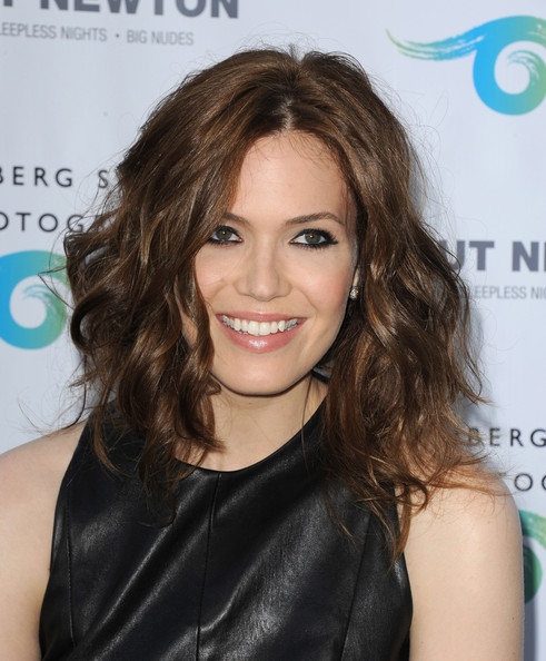 From the front, you'd never guess that Mandy's chestnut locks are pulled back into this perfectly undone wavy 'do!