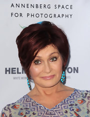 Sharon Osbourne's deep plum locks looked super chic with this voluminous short and straight cut.