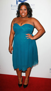 Amber looked stunning in a teal strapless chiffon gown at the Stars Benefit Gala.